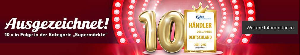 Zahl 10 und Händler-des-Jahres-Auszeichnungen der letzten Jahre auf roter Tribüne; Schriftzug auf Auszeichnung: Händler des Jahres, Deutschland, 2021-2022, Supermärkte: