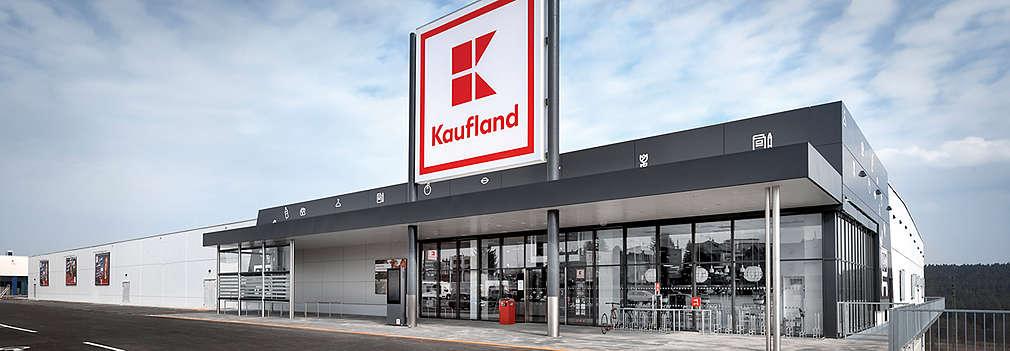 Prodejna Kaufland za soumraku